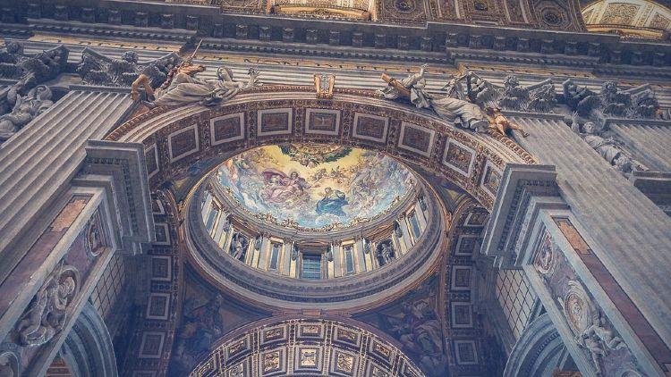 Entradas Vaticano y Coliseo. Interior de la Basílica del Vaticano