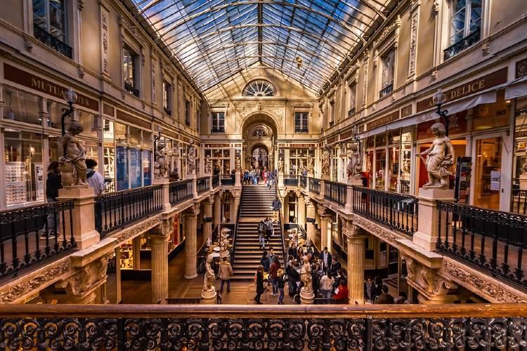 Nantes. Centro Comercial.