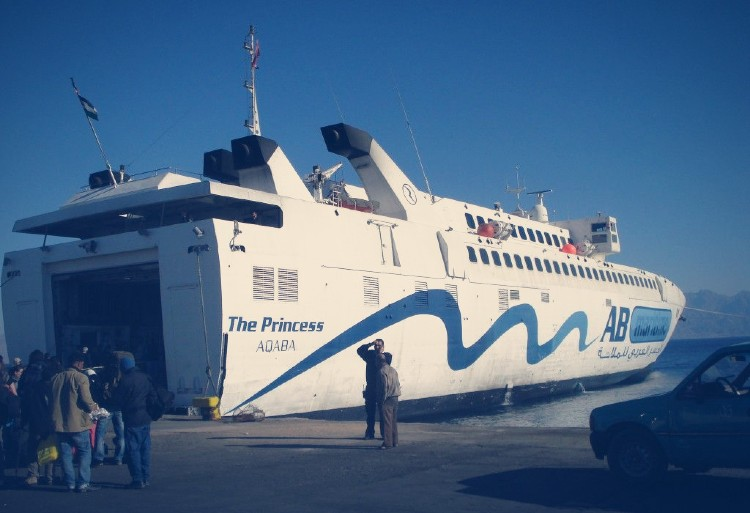 ferry hasta aqaba jordania