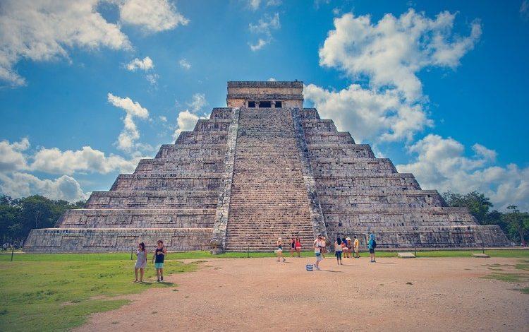 piramide de kukulcan chichen itza mexico