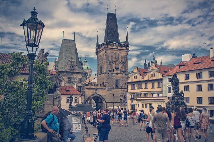 Tour en Praga en español. Puente de la Torre en Praga