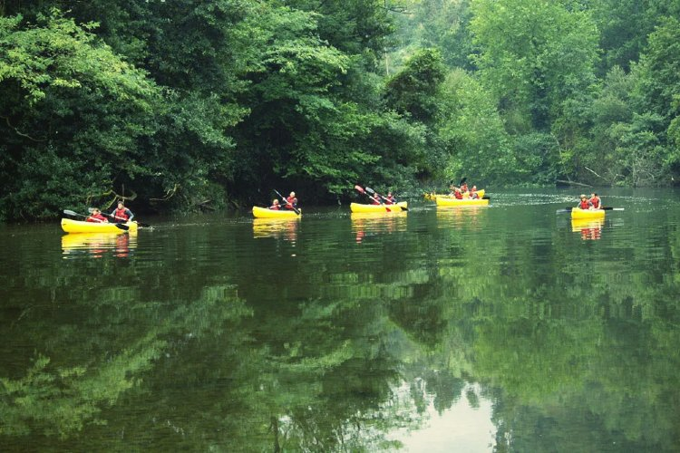 Descenso en canoa por el río Ansón